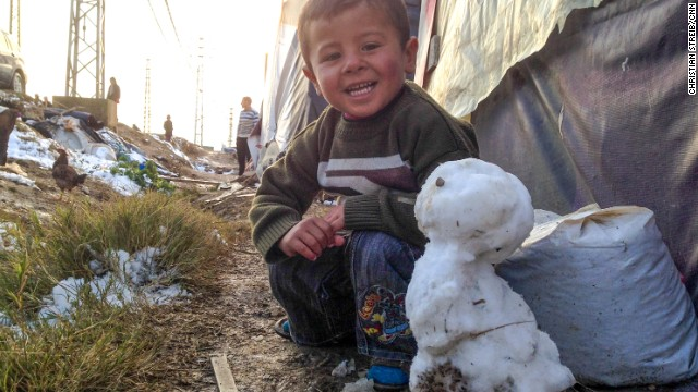 Syrian refugee camp snowman [Photo credit: CNN]